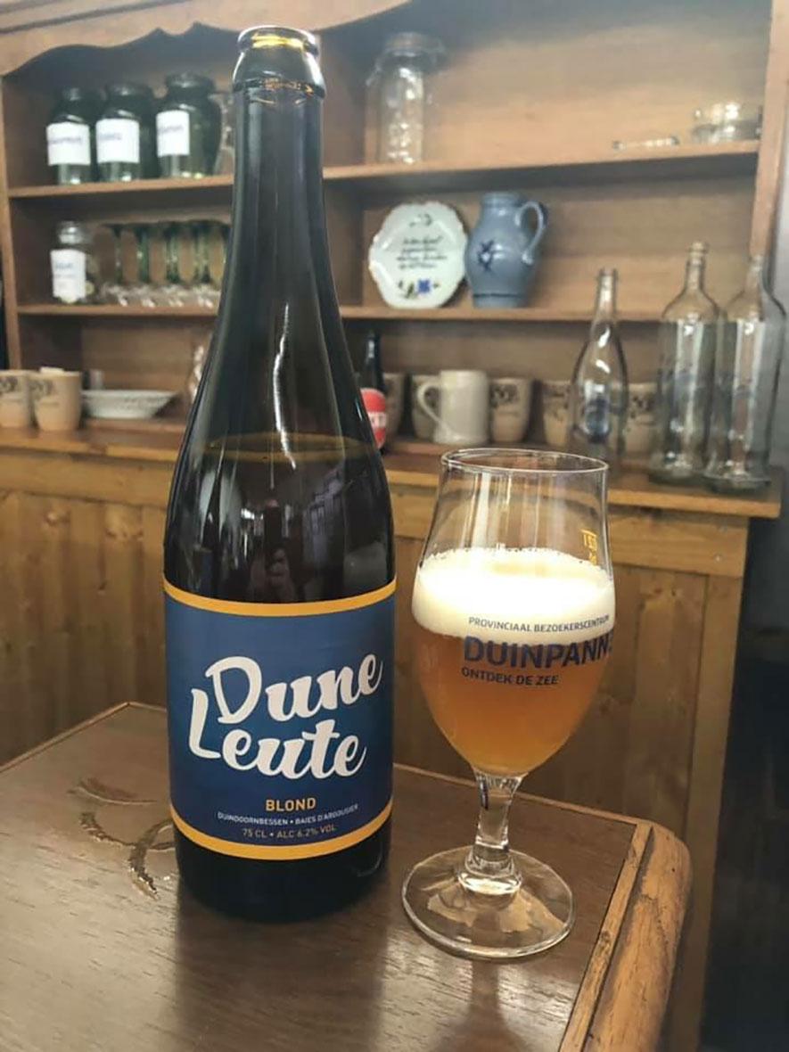 Duneleute, biertje met duindoorn